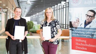 Die Preisträgerinnen Dr. Julia Körholz und Dr. Christine Wolf (r.).